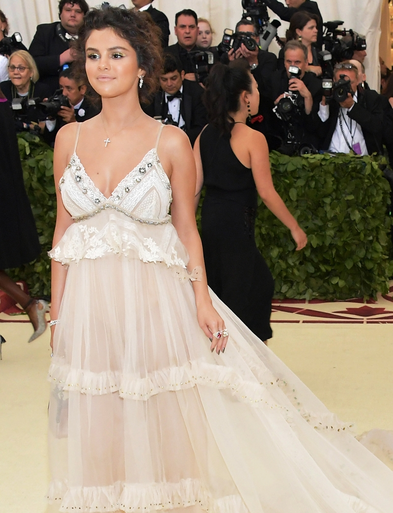 Selena Gomez, Met Heavenly Bodies, Met Gala, Tiffany & Co. Tiffany Paper Flowers collection, Perfect Wedding Magazine, Perfect Wedding Blog,