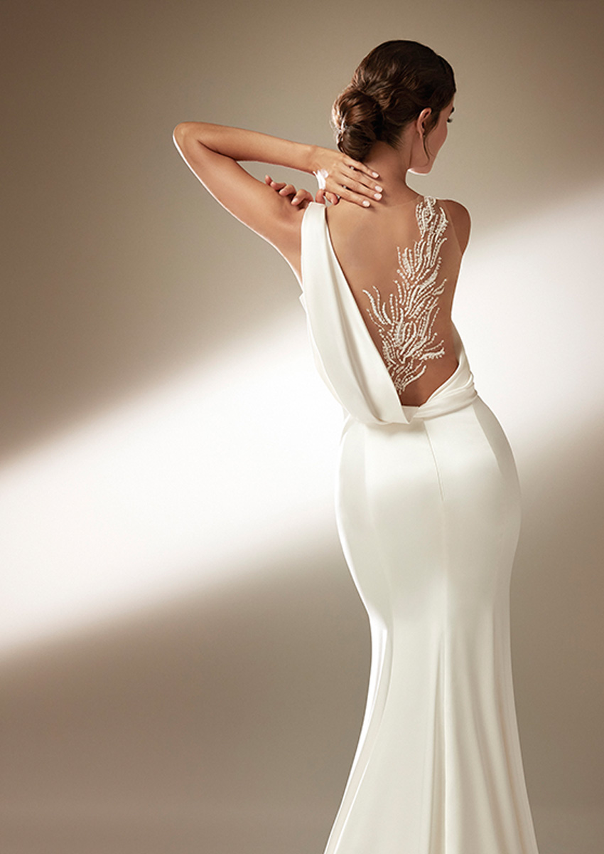 Top Model Blanca Padilla shows back detail of Atelier Pronovias 2021 Cruise collection Perfect Wedding Magazine