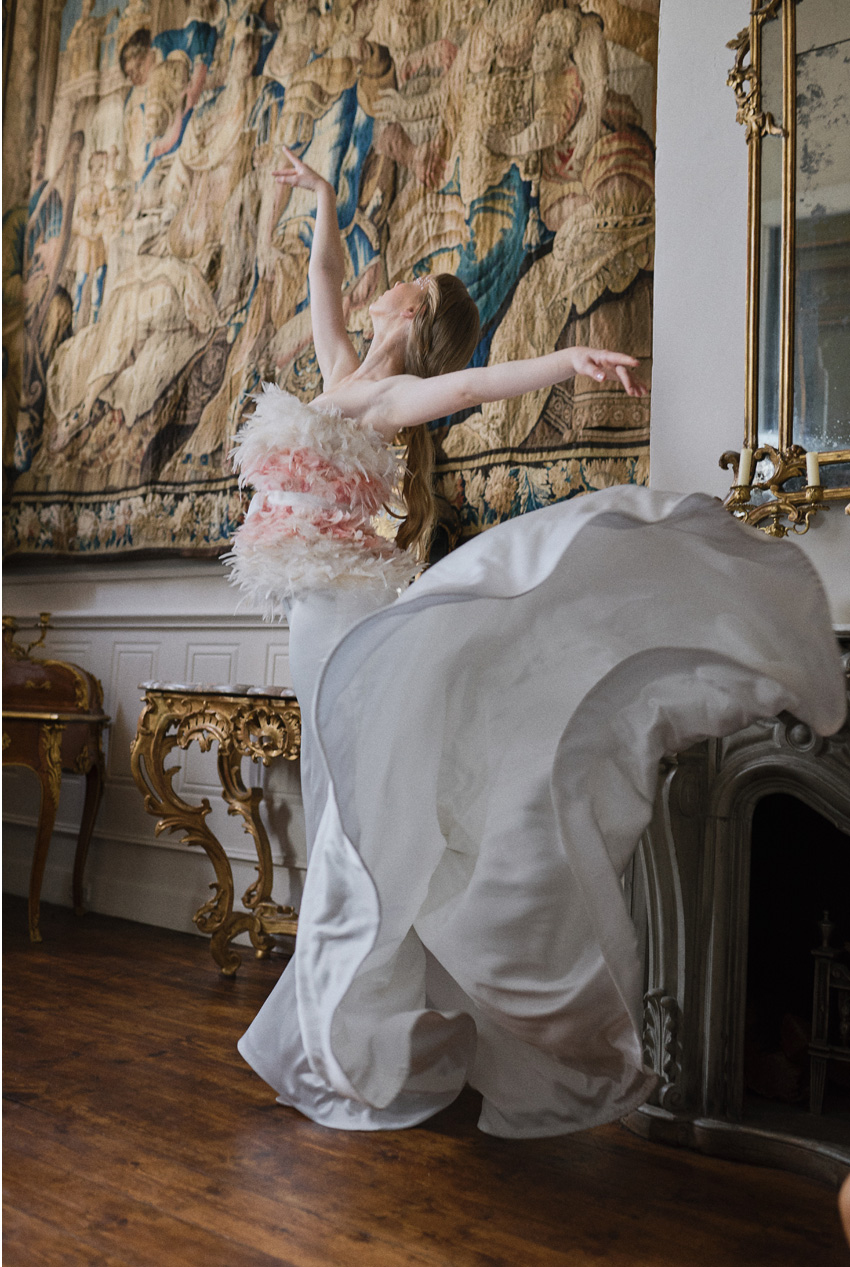Bride ballerina inspired in the elegance of the white swan in Perfect Wedding Magazine