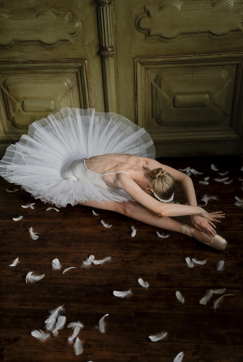 Bride ballerina style shoot inspired in the Swan lake ballet featured in Perfect Wedding Magazine