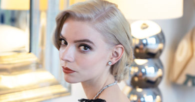 Anya Taylor-Joy appeared in a radiant for the SAG Awards Tiffany & Co. necklace, featuring over 70 mixed-cut Tiffany diamonds totalling over 26 total carats.